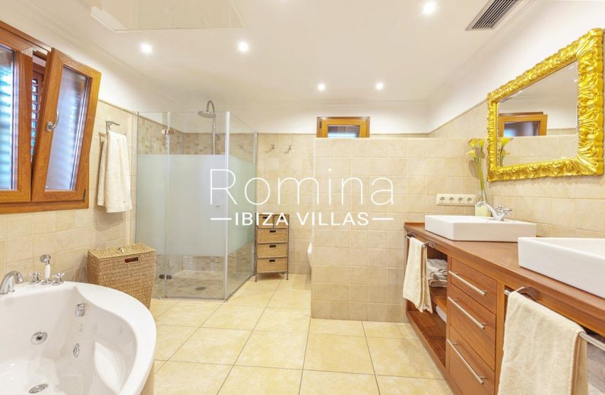 romina-ibiza-villas-rv-770-51-villa-akala-5bathroom