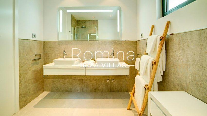 romina-ibiza-villas-rv-771-79-villa-calista-5shower room