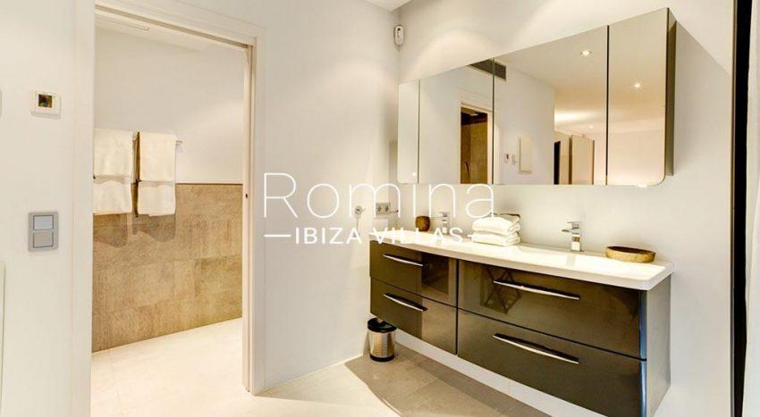 romina-ibiza-villas-rv-771-79-villa-calista-5shower room2