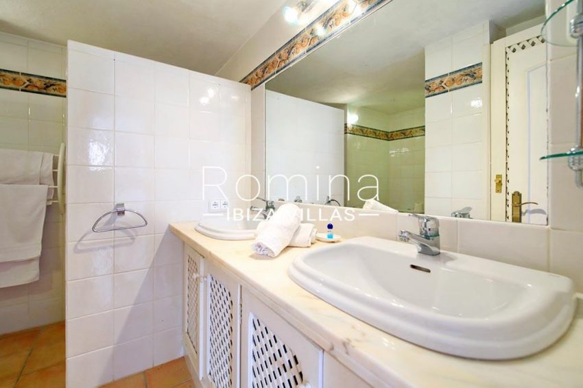 romina-ibiza-villas-rv-773-01-villa-capri-5shower room
