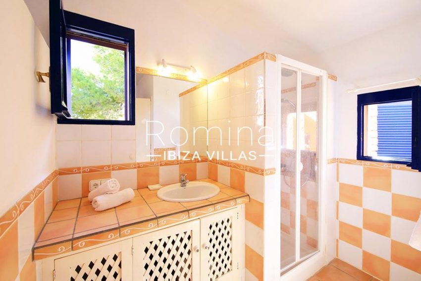 romina-ibiza-villas-rv-773-01-villa-capri-5shower room3