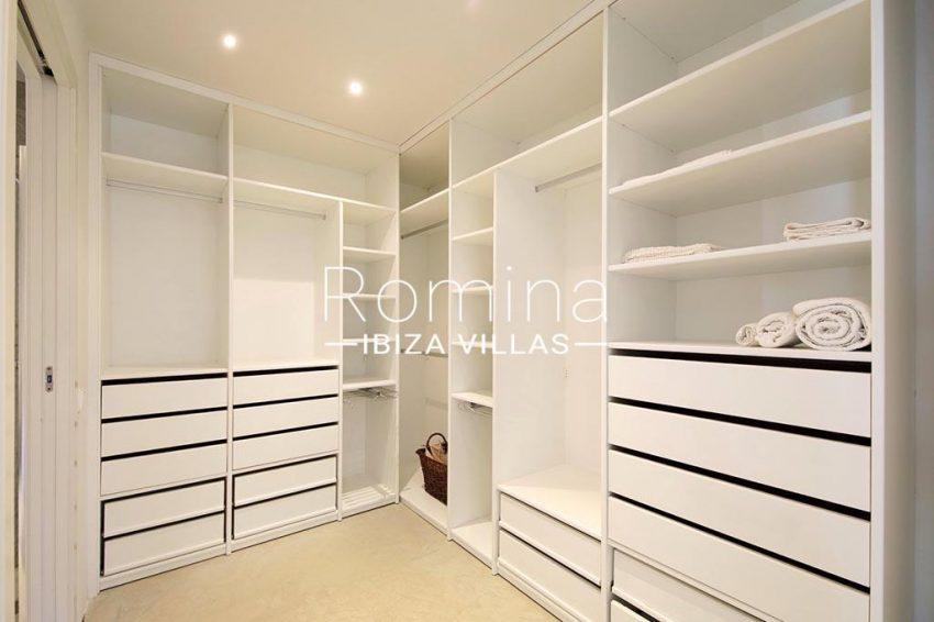 romina-ibiza-villas-rv-777-11-can-halia-3dressing room