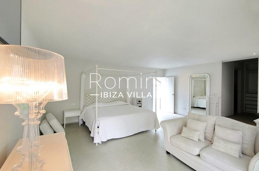 romina-ibiza-villas-rv-777-11-can-halia-4master bedroom2