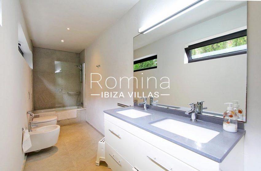 romina-ibiza-villas-rv-777-11-can-halia-5bathroom