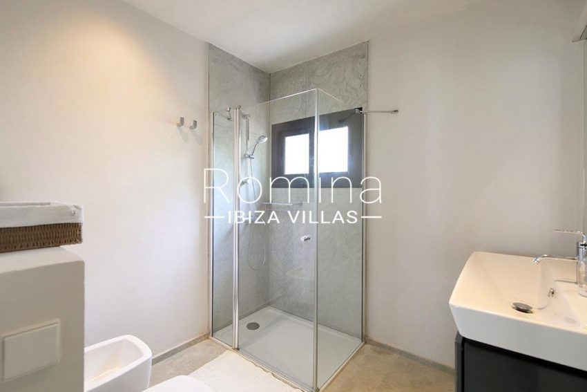 romina-ibiza-villas-rv-777-11-can-halia-5shower room