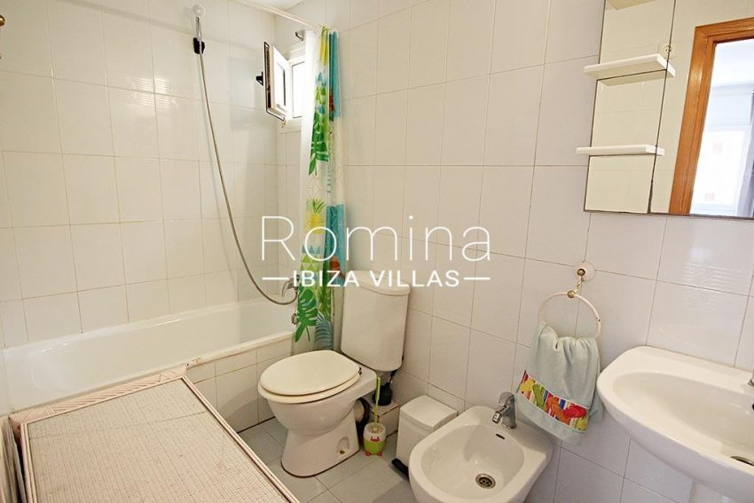 romina-ibiza-villas-rv-779-55-apto-isis-5bathroom