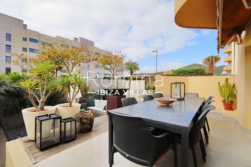 romina-ibiza-villas-rv-801-02-adosado-cosima-2terrace dining area