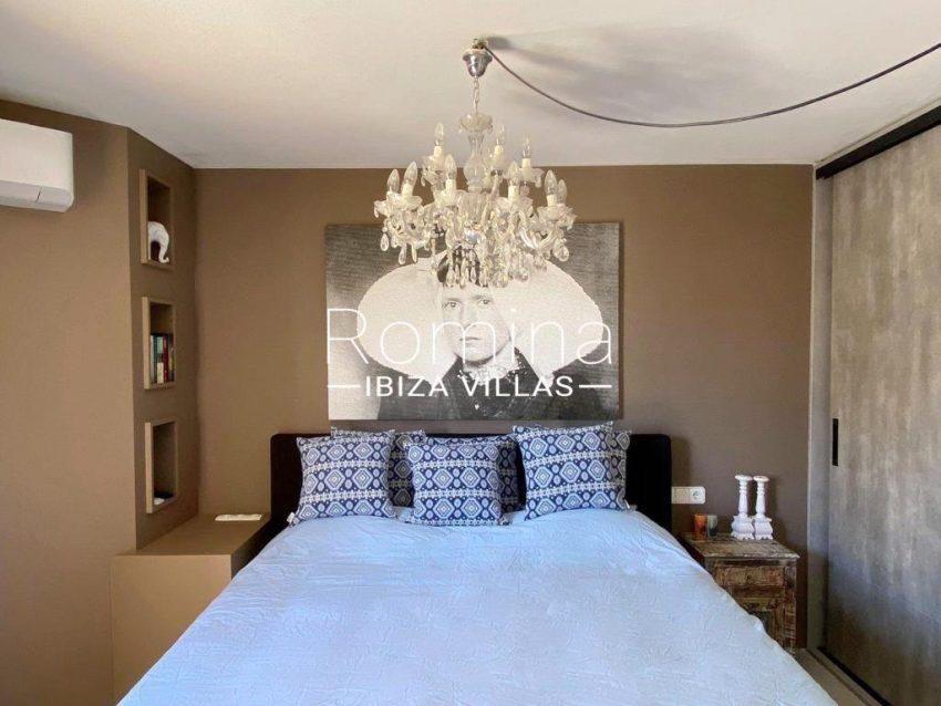 romina-ibiza-villas-rv-801-02-adosado-cosima-4master bedroom