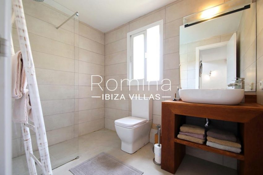 romina-ibiza-villas-rv-801-02-adosado-cosima-5showere room2