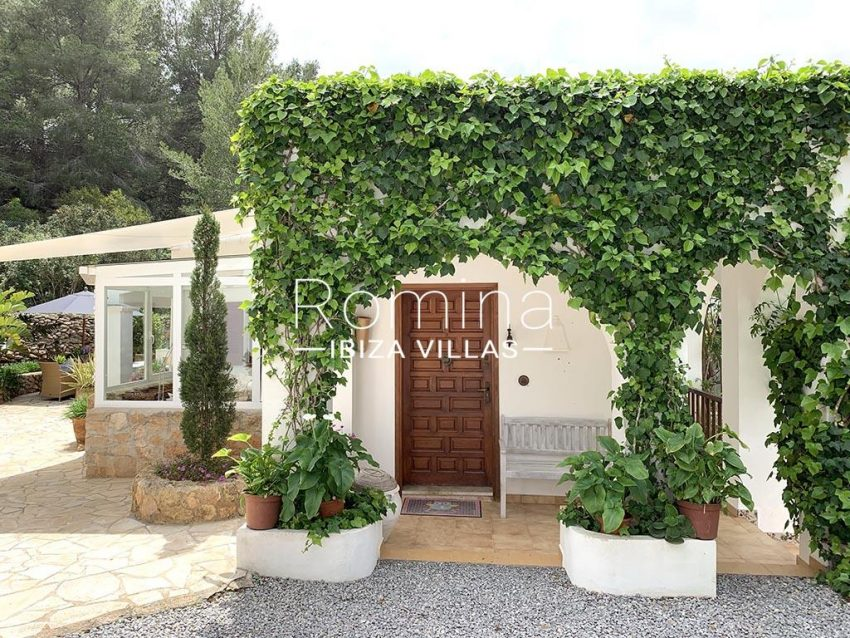 romina-ibiza-villas-rv-805-54-villa-maia-2entrance porch
