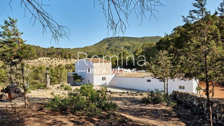 romina-ibiza-villas-rv-806-50-can-paissa-1rear facade view hills