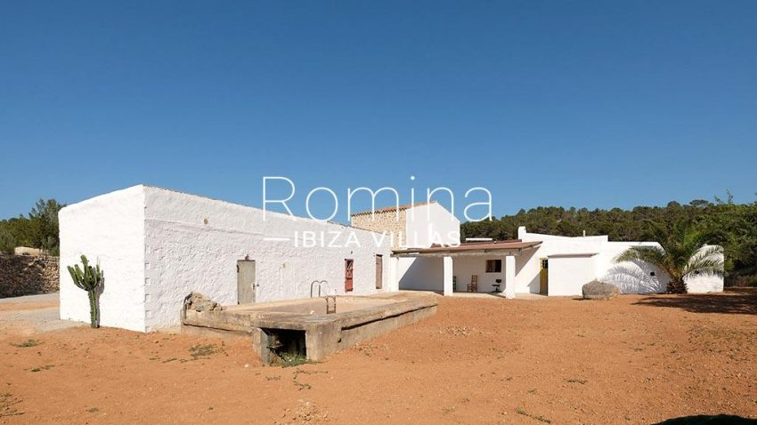 romina-ibiza-villas-rv-806-50-can-paissa-2rear facade