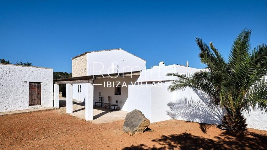 romina-ibiza-villas-rv-806-50-can-paissa-2rear facade porch