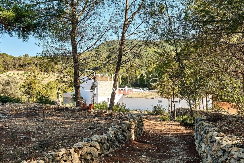 romina-ibiza-villas-rv-806-50-can-paissa-2rear facades path