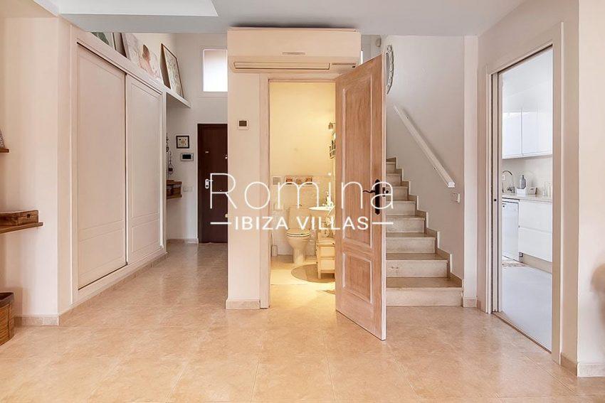 romina-ibiza-villas-rv-807-51-adosado-kaula-3entrance toilet kitchen
