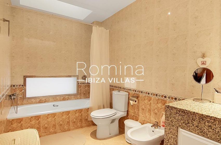 romina-ibiza-villas-rv-807-51-adosado-kaula-5bathroom