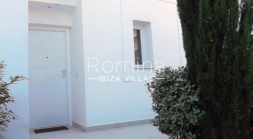 romina-ibiza-villas-rv-810-55-adosado-moderno-2entrance door