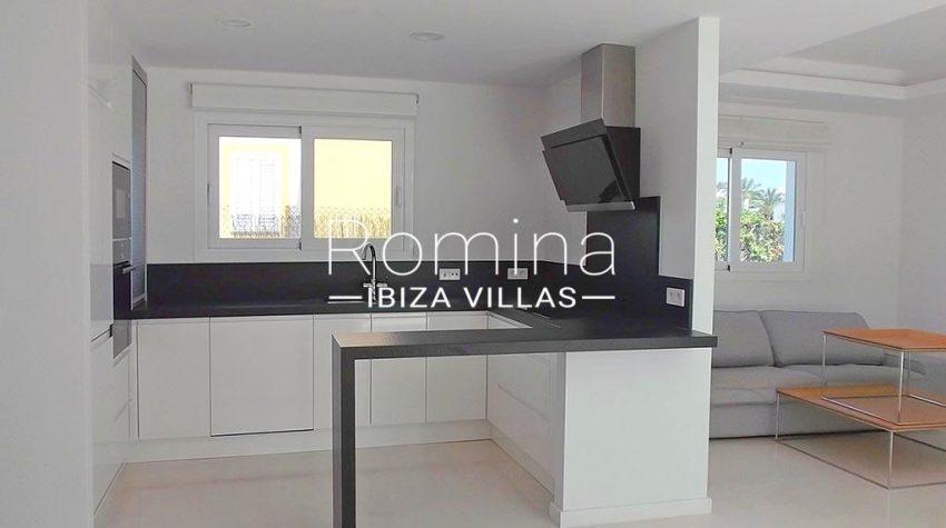 romina-ibiza-villas-rv-810-55-adosado-moderno-3zkitchen2