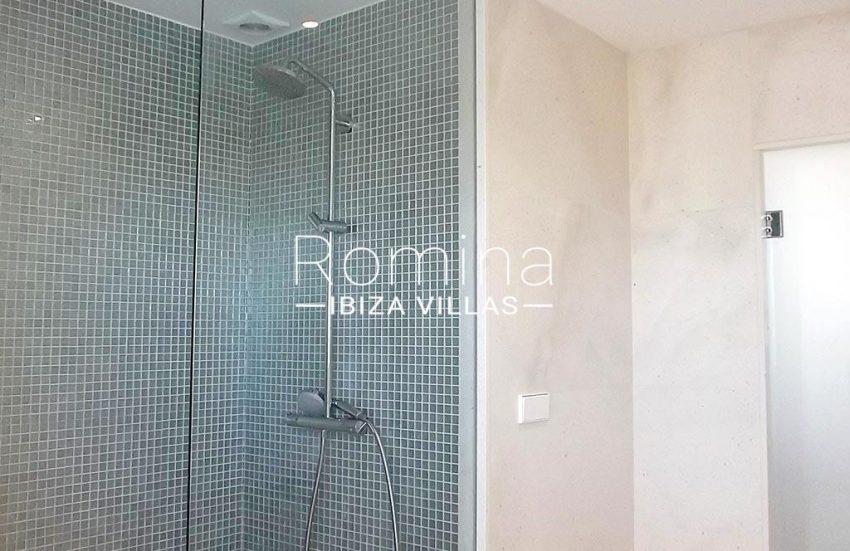 romina-ibiza-villas-rv-810-55-adosado-moderno-5shower