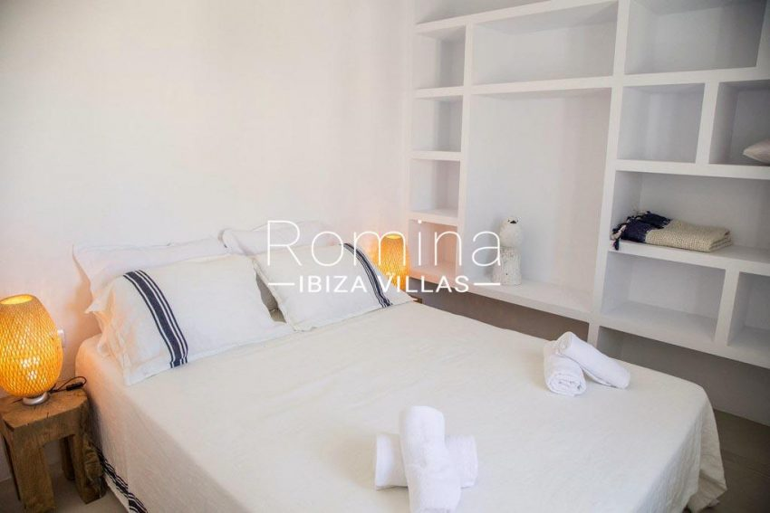 romina-ibiza-villas-rv-811-62-apto-paradiso-4bedroom library