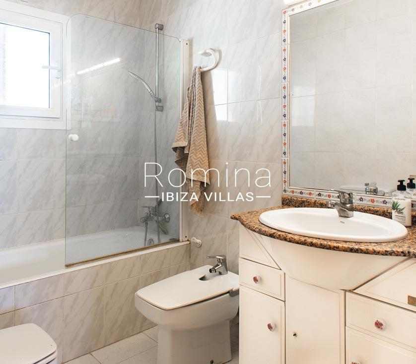 romina-ibiza-villas-rv-8904-57-atico-nan-5bathroom2