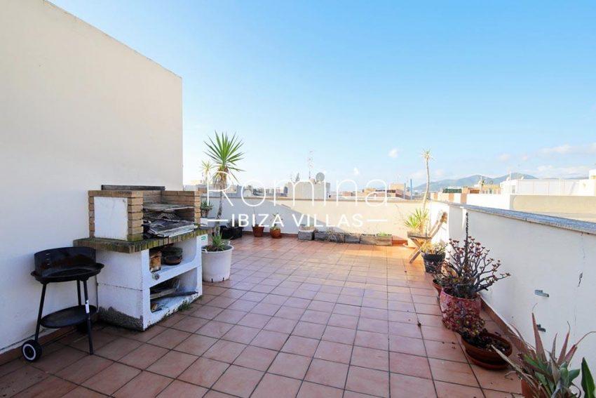 romina-ibiza-villas-rv-819-01-atico-jesus-m-2rooftop terrace barbecue