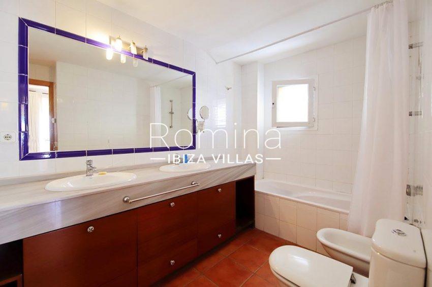 romina-ibiza-villas-rv-819-01-atico-jesus-m-5bathroom