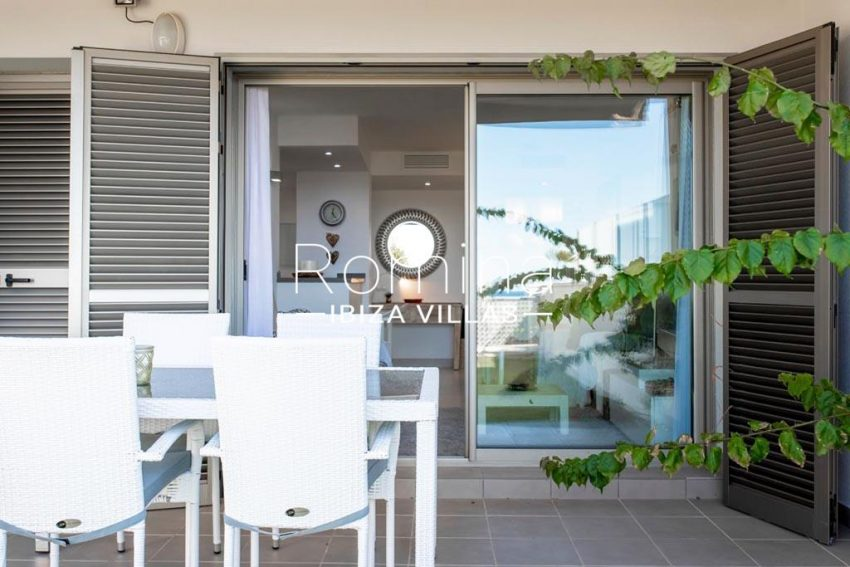 romina-ibiza-villas-rv-823-88-apto-sea-view-2terrace dining area