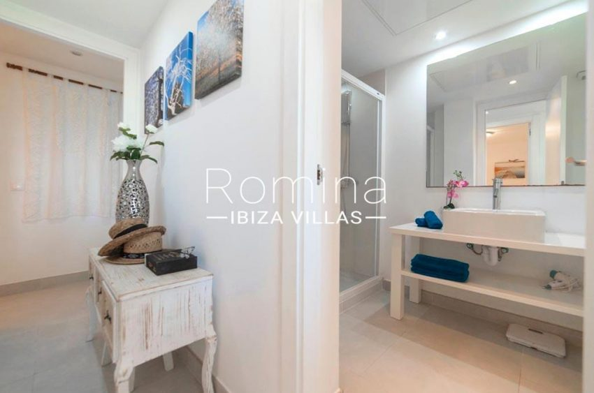 romina-ibiza-villas-rv-823-88-apto-sea-view-5shower roomter