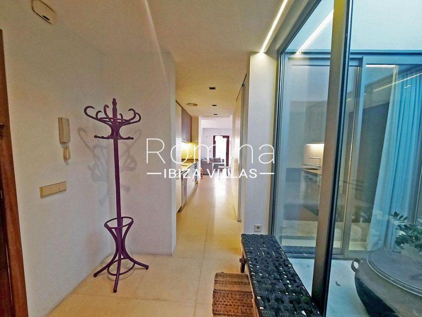 romina-ibiza-villas-rv-824-57-apto patio-3entrance patio