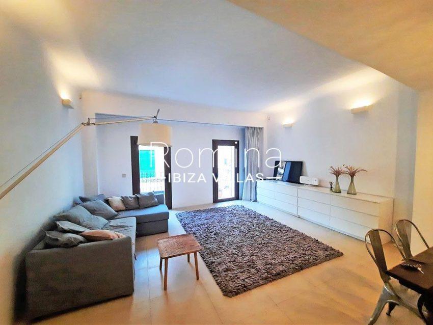 romina-ibiza-villas-rv-824-57-apto patio-3living room