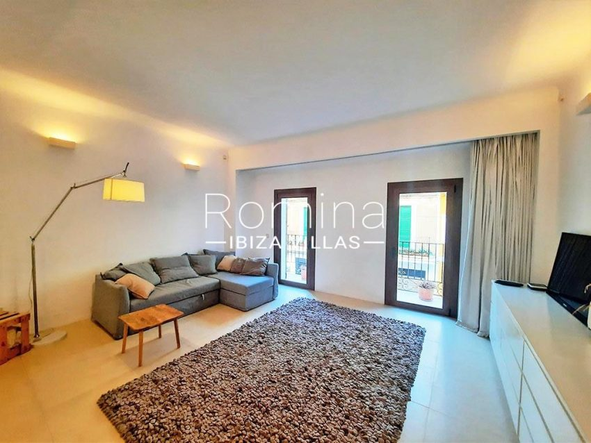 romina-ibiza-villas-rv-824-57-apto patio-3living room1