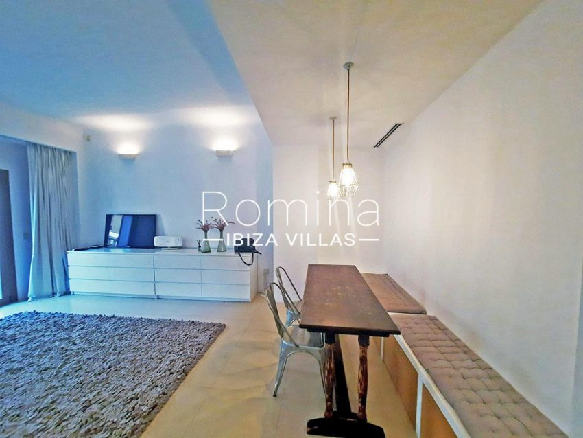 romina-ibiza-villas-rv-824-57-apto patio-3zdining area