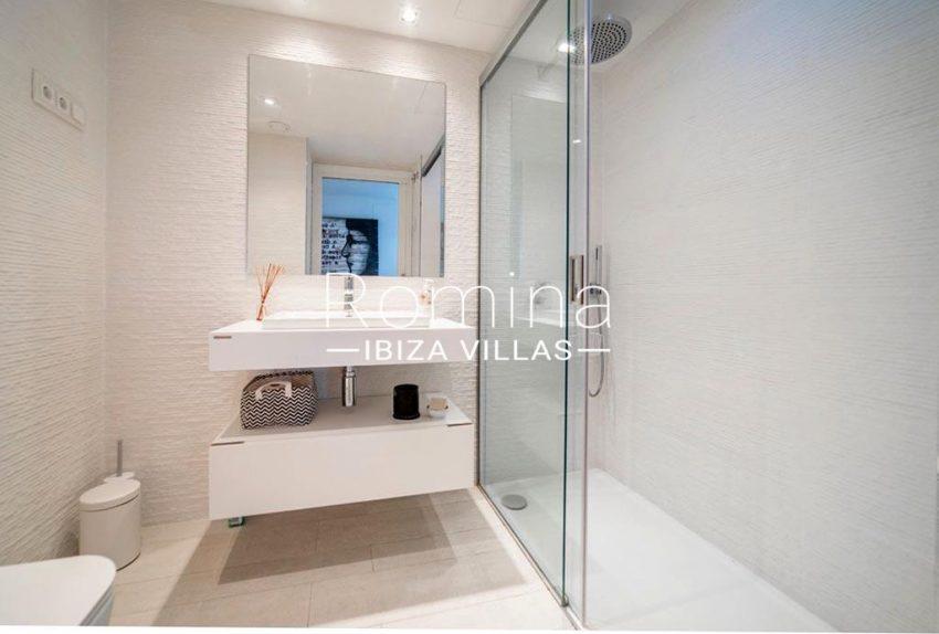 romina-ibiza-villas-rv-825-88-apto-jaden-5shower room