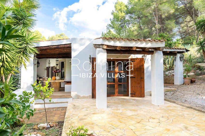 romina-ibiza-villas-rv-826-75-can-zaria-2terrace porch