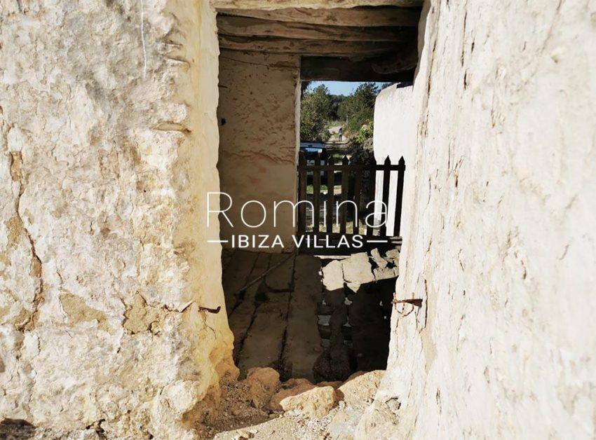 romina-ibiza-villas-rv-829-55-2corral3