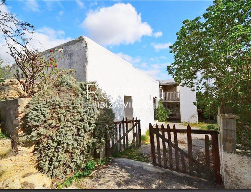 romina-ibiza-villas-rv-829-55-2entrance patio