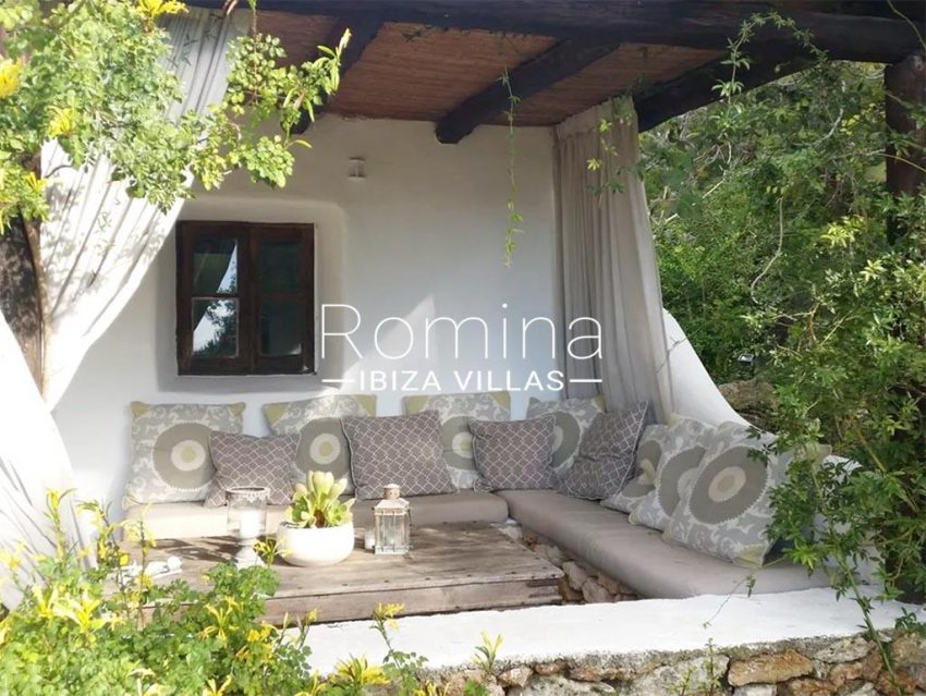 romina-ibiza-villas-rv-831-26-finca-serena-2porch sitting area2