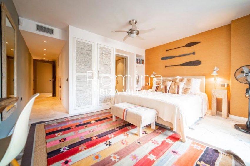 romina-ibiza-villas-rv-832-88-apto-bossa-vistas-4master bedroom