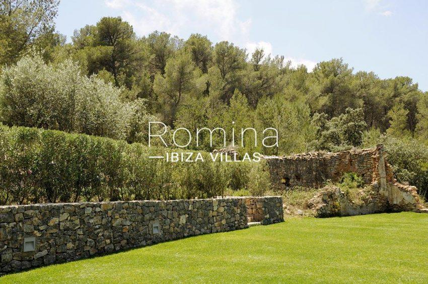 romina-ibiza-villas-rv-833-01-villa lua-2garden ruin