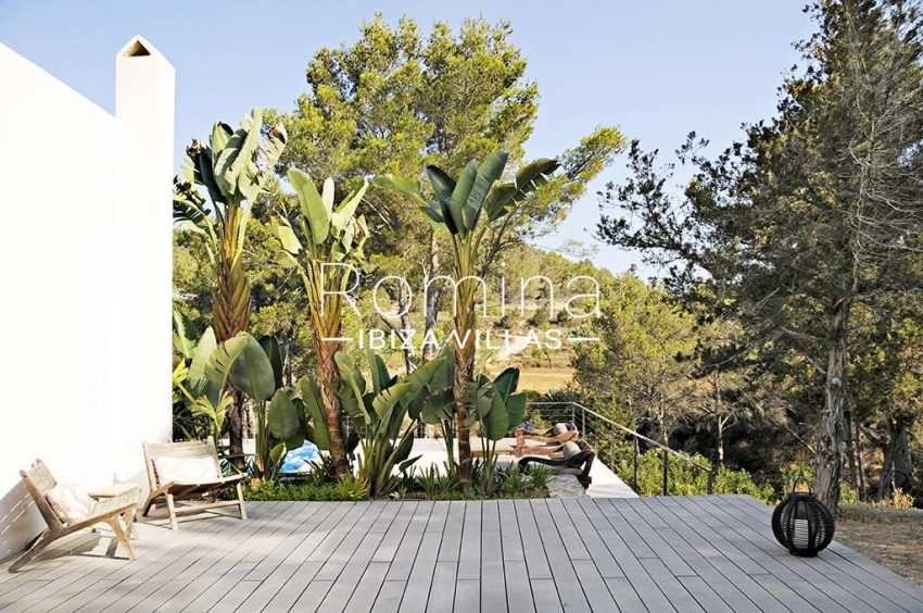 romina-ibiza-villas-rv-833-01-villa lua-2wooden deck pool