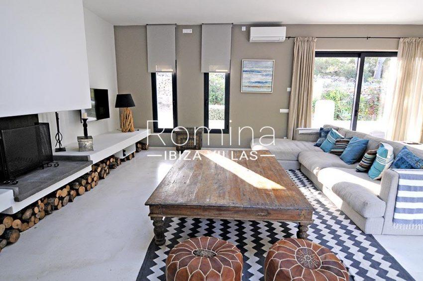 romina-ibiza-villas-rv-833-01-villa lua-3living room fireplace2