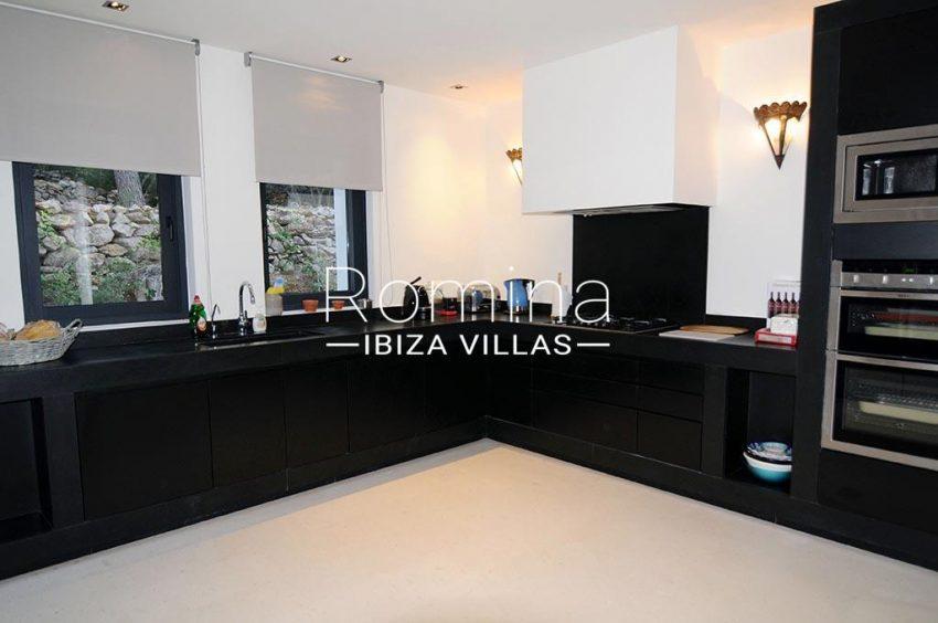 romina-ibiza-villas-rv-833-01-villa lua-3zkitchen3