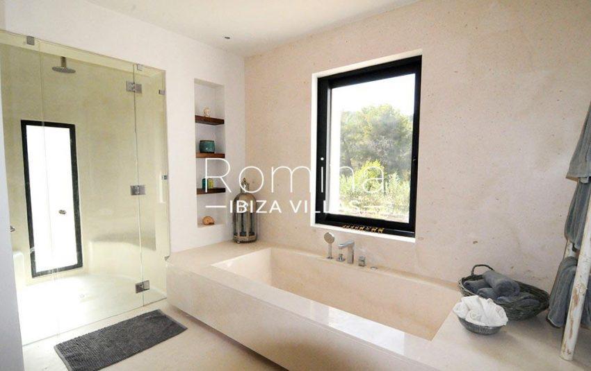 romina-ibiza-villas-rv-833-01-villa lua-5bathroom2