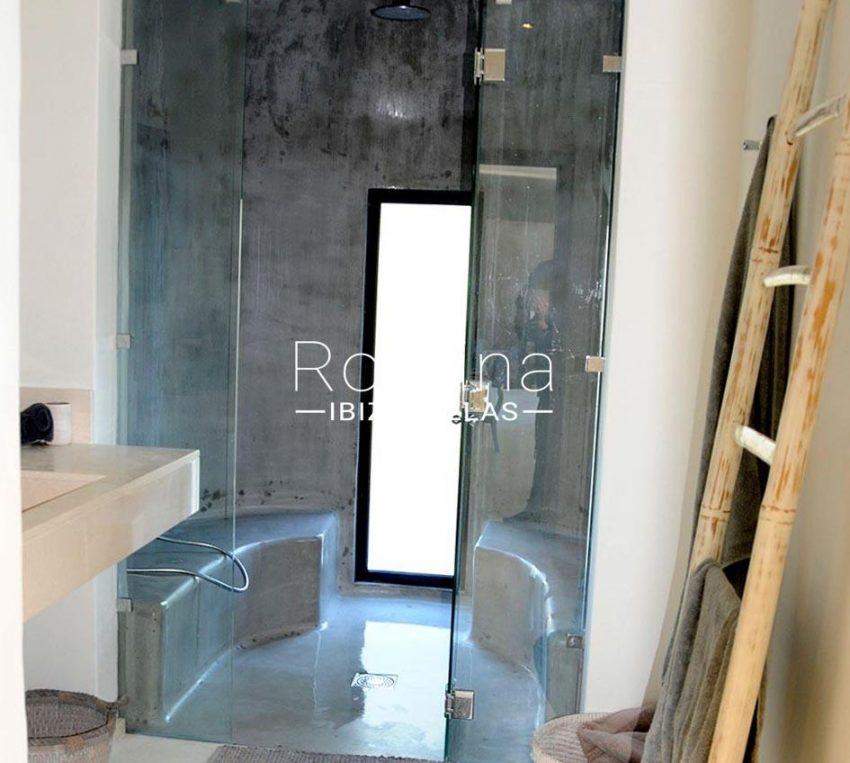 romina-ibiza-villas-rv-833-01-villa lua-5shower room