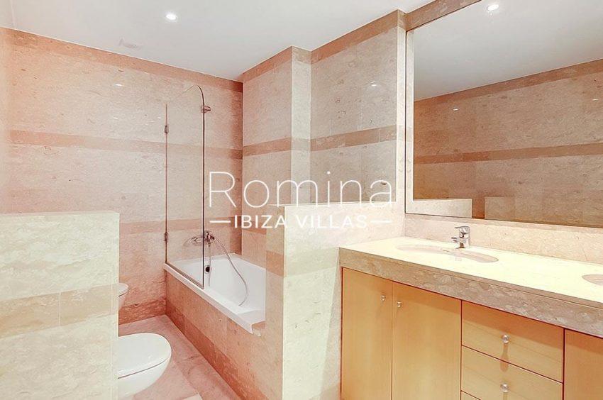 romina-ibiza-villas-rv-834-13-apto-miramar-p-5bathroom