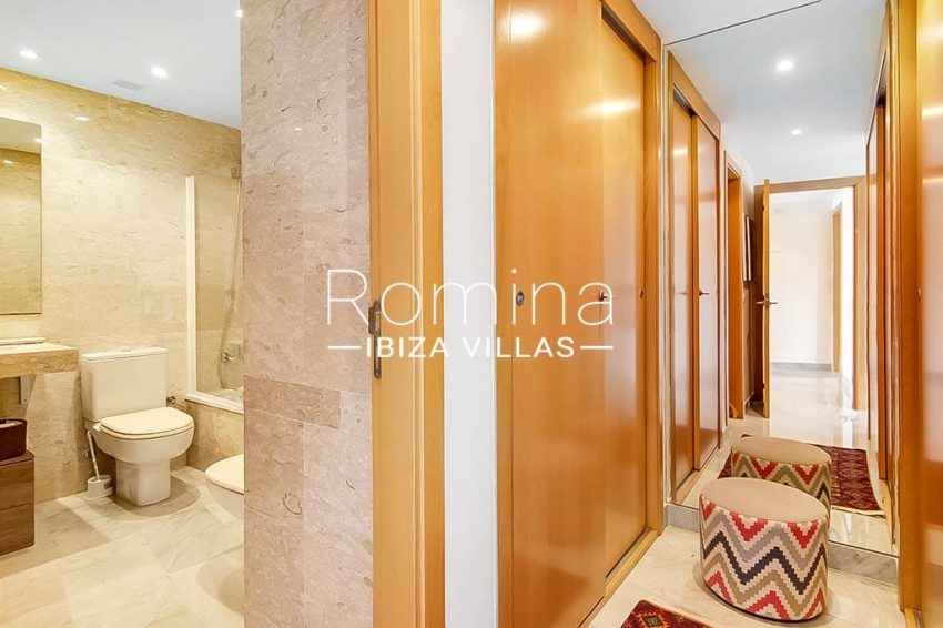 romina-ibiza-villas-rv-836-13-apto-miramar-g-4dressing bathroom