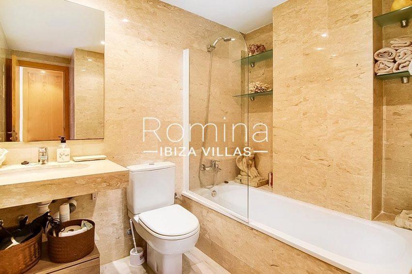romina-ibiza-villas-rv-836-13-apto-miramar-g-5bathroom