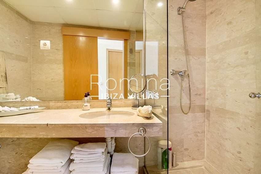 romina-ibiza-villas-rv-836-13-apto-miramar-g-5shower room
