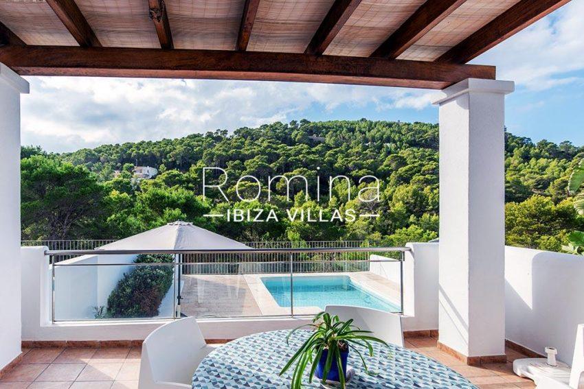 romina-ibiza-villas-rv-839-57-adosado-lila-2covered terrace dining area